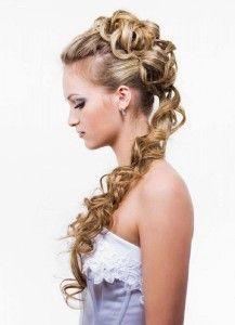 coiffures de bal des cheveux longs moitié