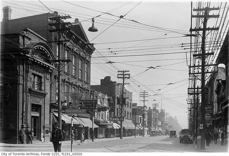 1924 the SE corner of Bloor and Yonge