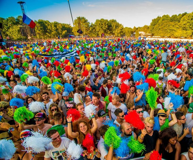 Only one week a year, the Óbuda-island, in the middle of dazzling Budapest in Hungary, gets transformed into one big festival site. Welcome at the Island of Freedom.