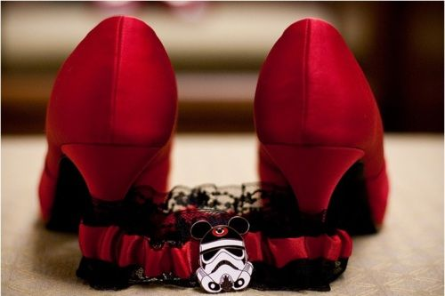 cos there ain't no wedding like a star wars wedding…. and this Garter = a little bit of epicness.