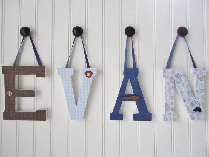 Буквы, дополнительно украшенные лентами.