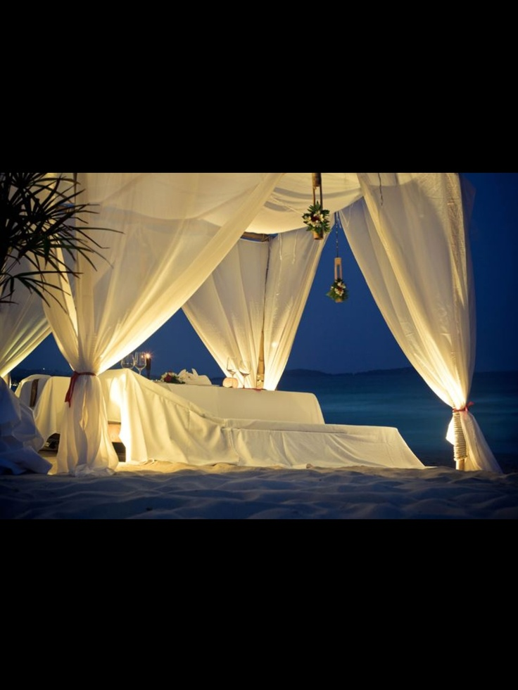 Bed at the beach - Love it | Wedding inspiration