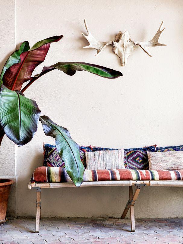 Divan voyageur dans la maison bohème de la créatrice de Sessùn #architecture #interior #design #decoration