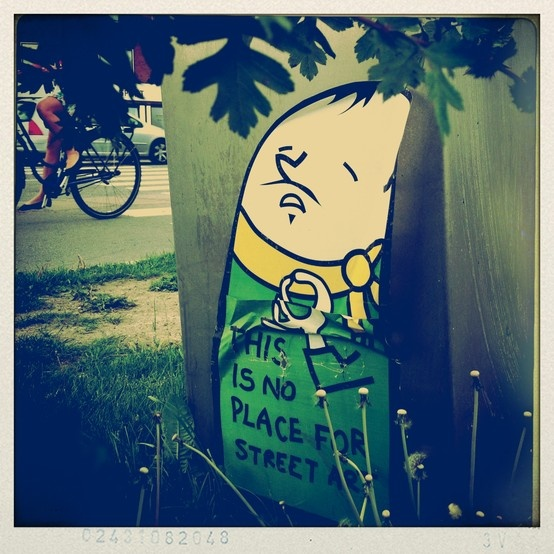 Street art - kissmama - Copenhagen, Denmark