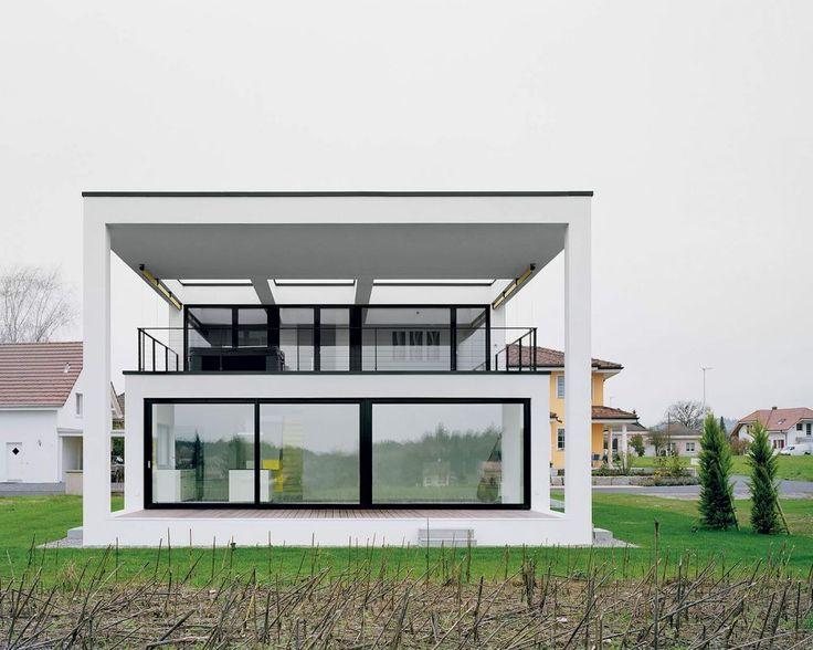 Architekti volili jasné, silno redukované minimalistické formy s dôrazom na harmóniu hmoty a proporcií. #ASB #house #dom