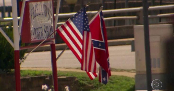 Bandeira escravagista causa orgulho na cidade mais racista dos EUA Protestos pelos EUA colocam supremacistas brancos e grupos neonazistas, de um lado, e ativistas de direitos humanos e da igualdade racial, de outro
