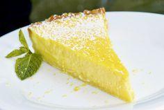 Ein erfrischender und fruchtiger Kuchen, der gut zum Kaffee oder als Dessert serviert werden kann.