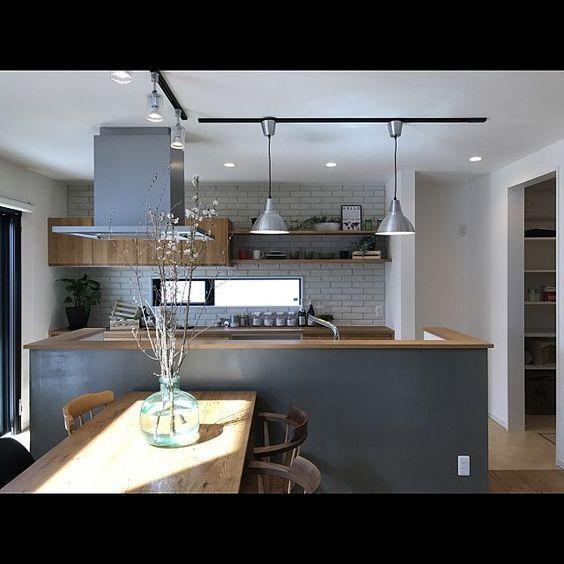 のスポットライト/シーリングライト/WOODONE/茨城/ダイニングチェア/ダイニングテーブル…などについてのインテリア実例を紹介。「New York Styleの家」(この写真は 2017-03-30 18:45:03 に共有されました)