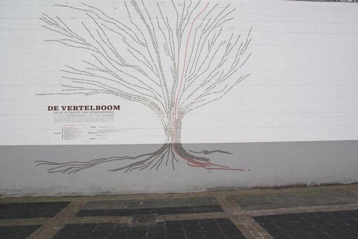 De vertelboom - Antwerpen Stad - samenwerking tussen dichters P. Holvoet-Hanssen en P. Theunynck en ontwerpen J.Jespers. Ook inburgerende anderstaligen hebben mee geschreven. De boom is te vinden aan het paleis van de Meir. Het kunstwerk kaderde binnen het stadsproject 'Bomenstad'. Vele gedichten vind je terug in de boomstam-wortels-vogels en de stronk.  De Stad, waait open, bont is onze vacht.  Het gedicht gaat over wat er in het stad allemaal te vinden in aan verscheidenheid.