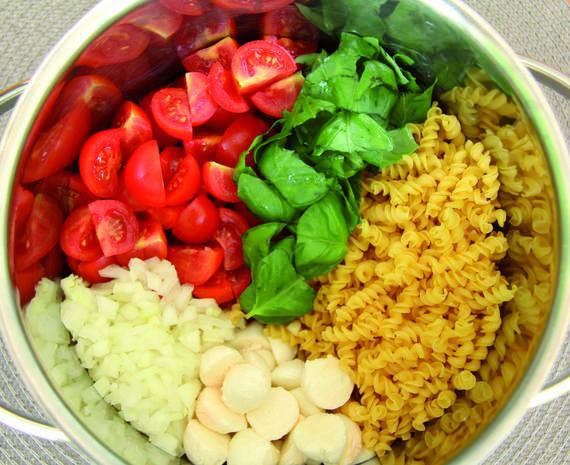 One Pot Pasta! Sie benötigen nur 5 Zutaten, 1 Topf und 1 Herd, fertig ist das Pasta-Gericht!