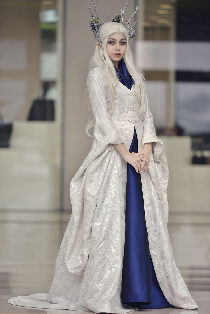 """skwadgirl: """" elithien: """" Cosplay: Queen of Mirkwood/Thranduil's Wife Cosplayer: elithien Photographer: Huang Shiwen Event: STGCC """" Have to reblog my love again since she looks so lovely as Thranduil's..."""