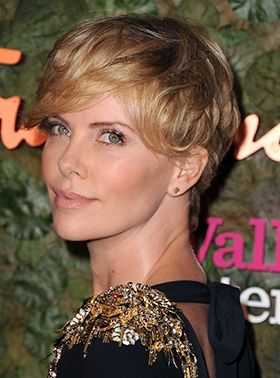 The Celeb Secret To Growing Out Short Hair Hair Pinterest