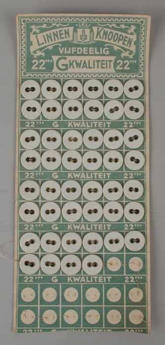 Knopenkaart met groen-witte opdruk en 5 x 12 linnen knopen, meestal voor verpleegstersschorten of i.d.