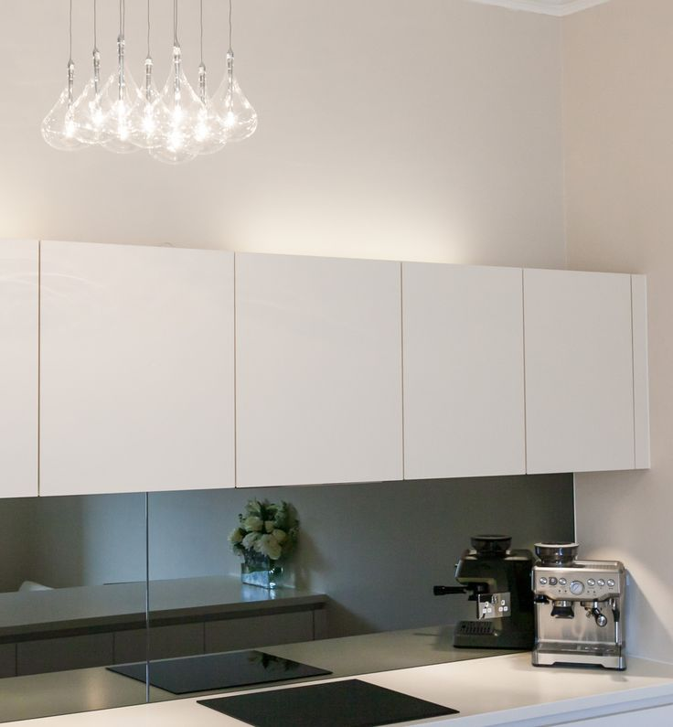 Grey mirror splashback and Siemens appliances in the Leicht Pinta kitchen. Check out the light fitting too!