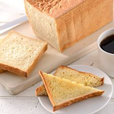 Potato Bread Perfect For Toast: King Arthur Flour 1/2 recipe for Baby Zo: 3/4 cup water,  1/8 cup (35 grams) nonfat dry milk, 1 tsp salt, 1 tsp yeast,  1 tbl oil,  3 oz (85 grams) mashed potato, 2 and 1/8 (256 grams) flour