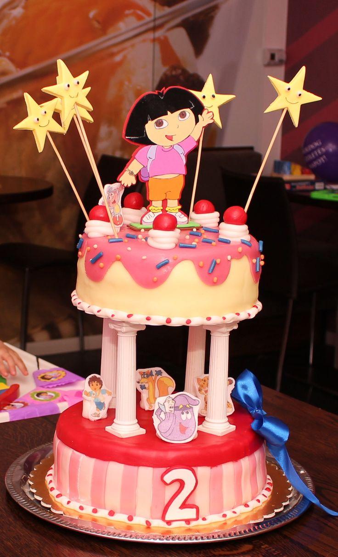 A szülinapi torta Két ízesítésben Mascarpones barack torta és Kinder torta