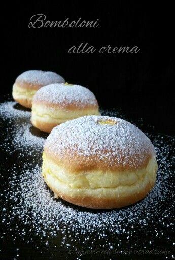 È ora chi merenda, chi vuole un #bombolone alla #crema? http://blog.giallozafferano.it/cucinareconamoreetradizi/bomboloni-alla-crema/ #food #foodblog #foodporn #gialloblogs #cucinareconamoreetradizione #recipes