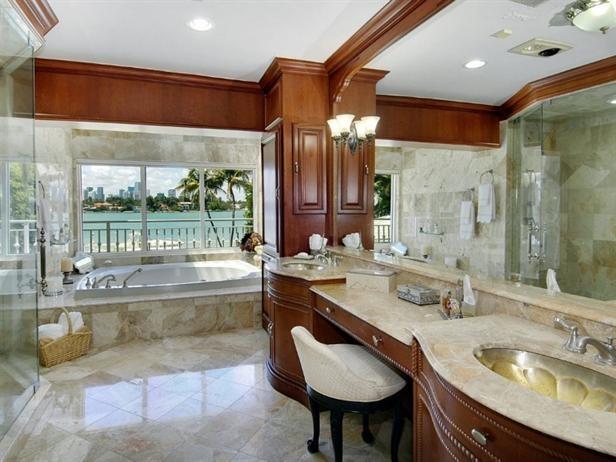 Vanilla Ices master bathroom