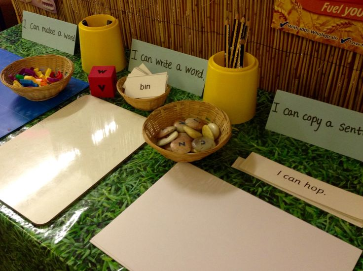 Interactive phonics display - cvc words and simple sentences