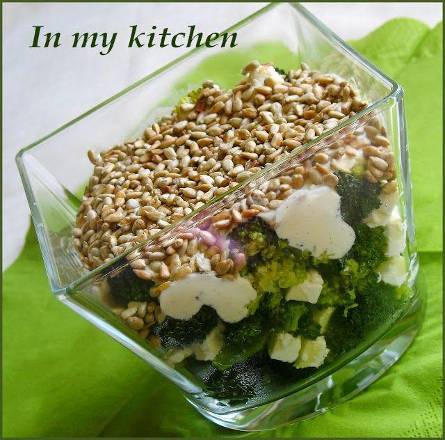 In my kitchen: Brokuły z serem feta i sosem czosnkowym