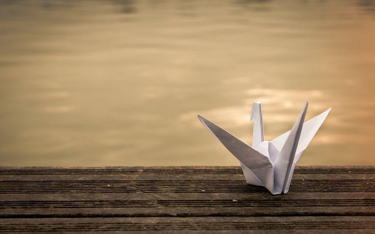 Скачать обои журавль, оригами, фон, бумага, раздел разное в разрешении 4314x2880