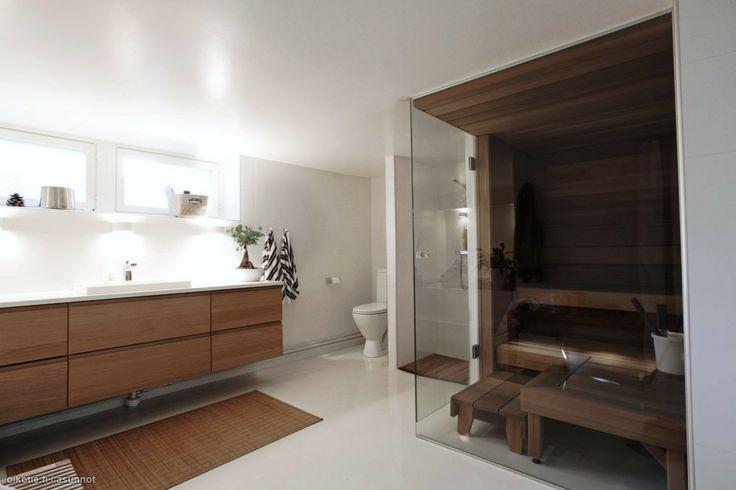 Iso kylppäri ja lasinen sauna