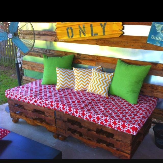 71 best palettes cagettes et lambris images on pinterest for Sofa out of pallets