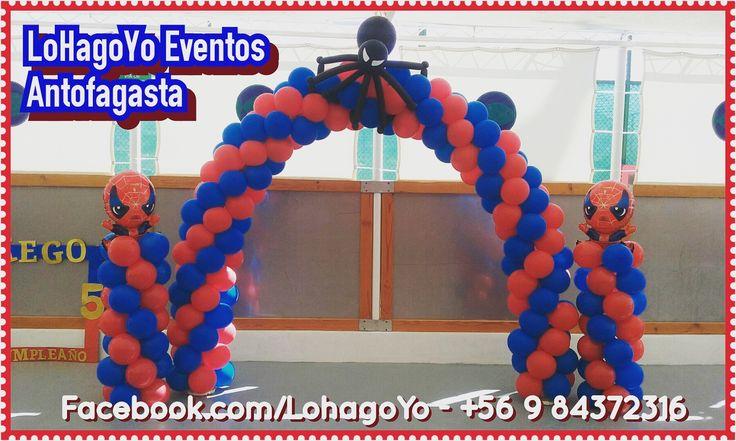 Arco y pedestales para cumpleaños temática Spiderman.