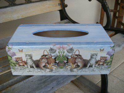 Boite à mouchoirs avec des chats