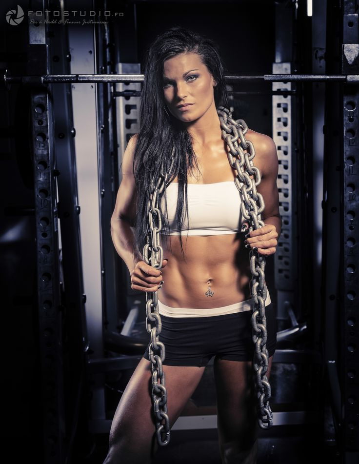 Anny in chains ;) #fitness #model #fotostudio