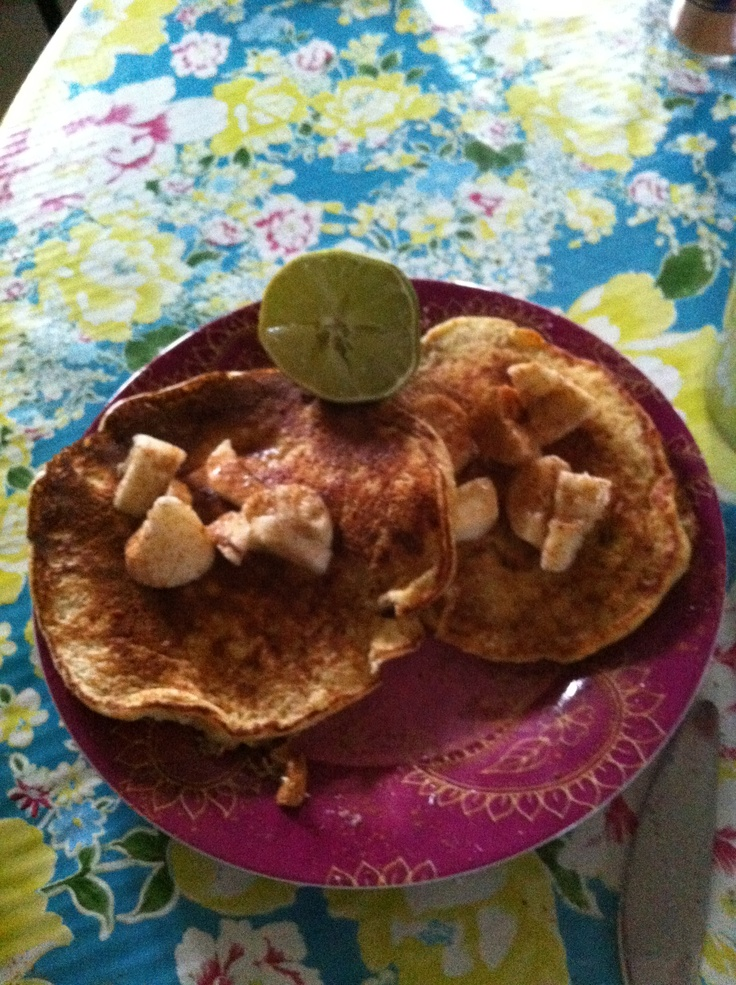 Oatmeal-skyr-banana pancakes w. Banana, cinnamon, lime toppings :-)