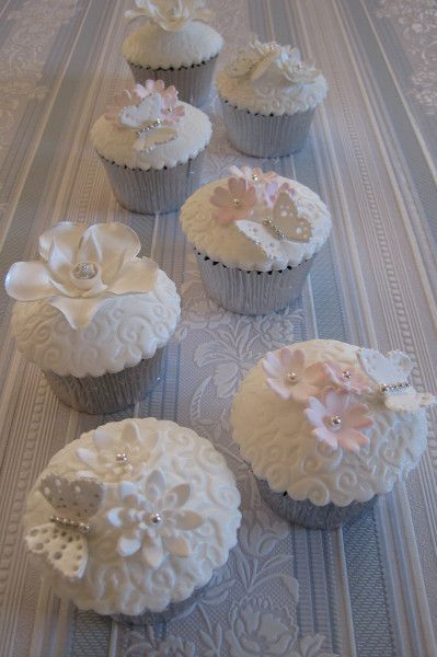 White floral cupcakes with cute little fondant butterflies #wedding #cupcakes #weddingcupcakes #white #flowers #vintage