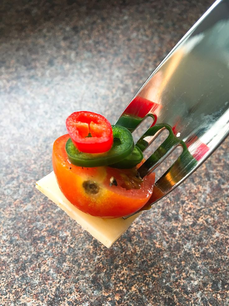 No need for a cutting board, no need to touch the chilli, just a perfect slice, thick or thin, a little or alot, straight over your dish 🌶 get yours now from chillifoodie.com