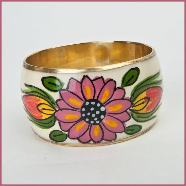 Ook sieraden met bloemen zijn helemaal hot aankomende lente