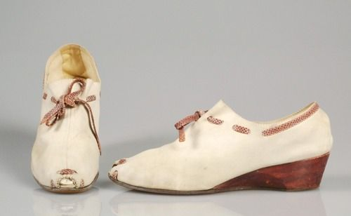 1940 | André Perugia shoes for the label PADOVA  Expressly for Saks Fifth Avenue  Source: MET