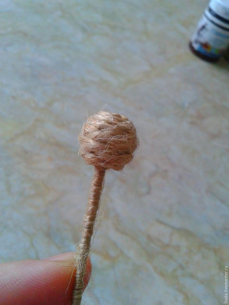 Предлагаю сделать джутовый одуванчик, который можно использовать и как самостоятельный элемент декора, и как аксессуар для игрушек. Итак, приступим. Нам понадобится: шпагат (я использую именно такой, в бобинах, шлифованный); клей «Титан»; пенопластовый шарик диаметром 1 см (можно скрутить из фольги, слепить из теста и т. д.); проволока (можно любую, какая у вас есть, у меня — в бумажной оплетке);…