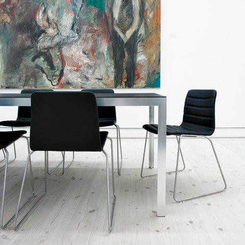 HAY JW01 Stoel  Afmetingen: B 41 x D 39 x H 78 cm (zithoogte 46 cm) Stapelbaar tot 8 stuks Modern en comfortabel, de ideale stoel! Materiaal: RVS, hout en leer Ontwerp: Jakob Wagner  Prijs €569,00