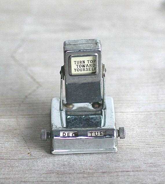 Calendrier perpétuel de chiquenaude petite métal par ivorybird