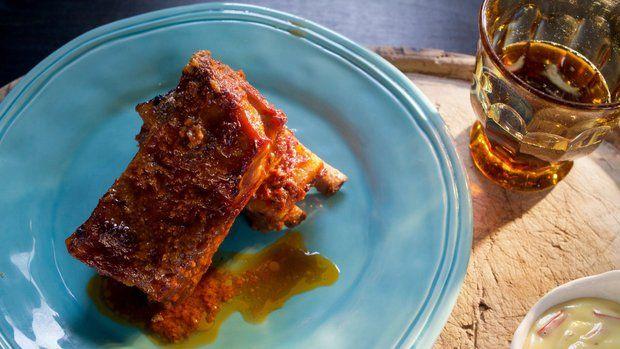 3/10   Pikantní pečená  vepřová žebírka s domácí chilli majonézou, Slané koláčky s červenou řepou a kozím sýrem a se sýrem a bramborami, Pomalu tažená kližka se šípkovou omáčkou a jemný podmáslový knedlík, Andělský dort.