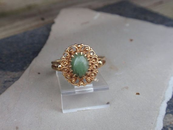 Vintage Jade 10k Ladies Ring yellow gold by LuceesTreasureChest