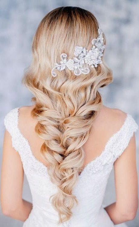 Loose Braid Wedding Hairdo
