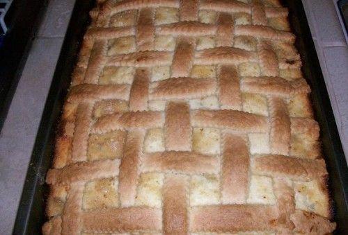 A túrós sütikért odavagyunk, de ez a recept igazán csodás! A család szerint akkora tepsiben kellene sütni, mint a konyhánk, akkor talán elég lenne! :))…