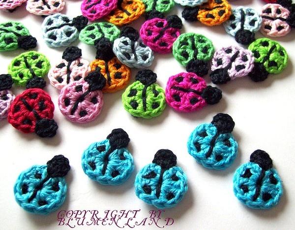 #crochet ladybugs! Would look great as little hair clips - or earrings…