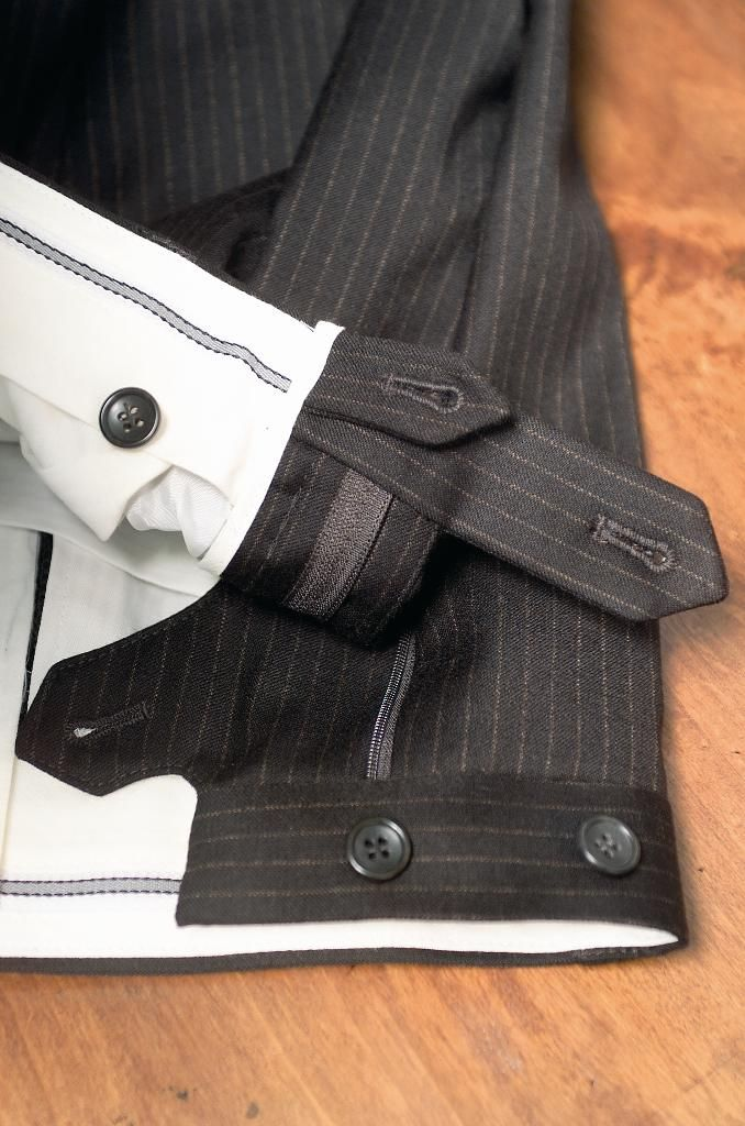 Inner construction in a pair of trousers of a sartorial suit