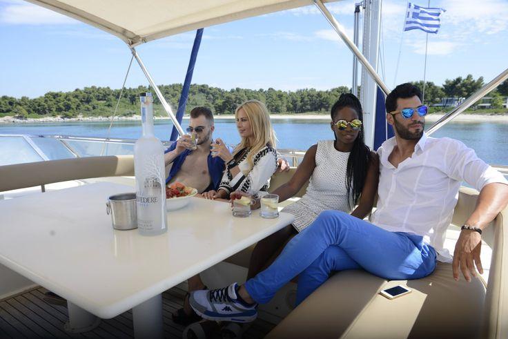 Τα καλοκαίρια σου αποκτούν νέο νόημα ζώντας τις εμπειρίες σου με τα Yachts της @[Cruises Holidays] 🌿 🍹 ⛵