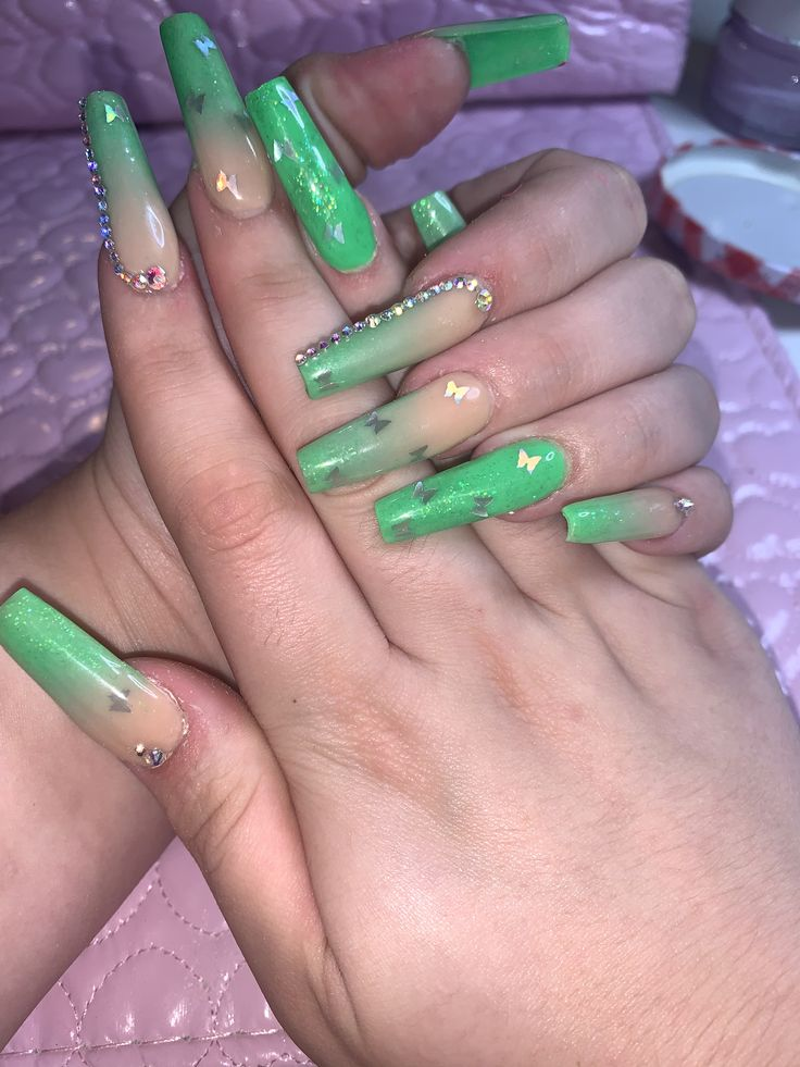 Green ombré butterfly nails 💚 in 2020 Butterfly nail