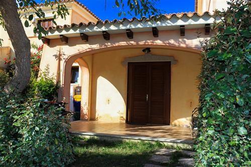 Oltre 25 fantastiche idee su case in stile villetta su for Piccoli piani cabina con soppalco e veranda