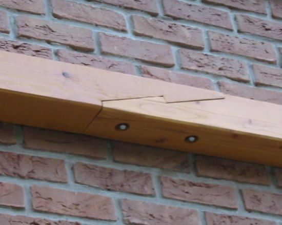 Schräges Hakenblatt - Da beide Tragbalken für die Sparren zu kurz waren, mussten sie verlängert werden. Als Holzverbindung habe ich ein schräges Hakenblatt verwendet, was einerseits in der Herstellung interessant ist und zudem große Kräfte übertragen kann.