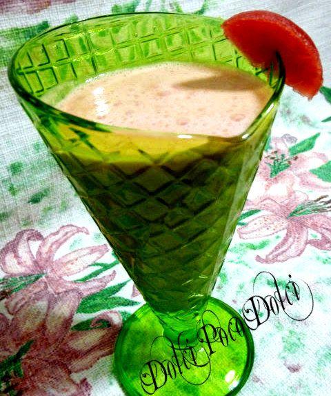 Frullato di anguria light, una ricetta estiva, veloce e sana da preparare in pochi minuti senza sporcare e senza cottura. Senza zucchero solo 120 calorie
