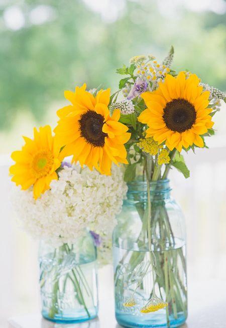 Arreglo floral con girasoles ideas decoracion flores decorarconflores  Decorar con plantas y flores  Sunflower arrangements Wedding y